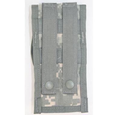 米軍放出品 軍用実物  MOLLE II M-4 DOUBLE MAG POUCH  アメリカ陸軍 都市型迷彩 ACUカラー  5,56mm 30連マガジンが2本収納できます。  ARMYでは基本装備の弾倉入れです。  コレクション、コスプレ、小物入れ等にいかがでしょうか?